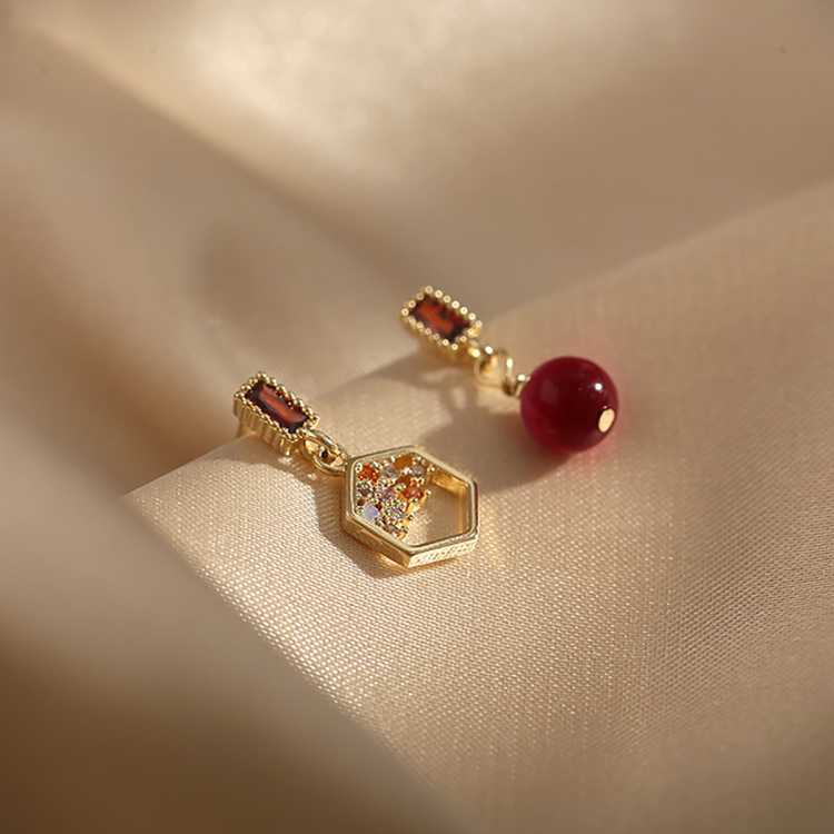 红豆【母亲节-S925纯银针气质不对称仿珍珠耳饰】耳钉耳环